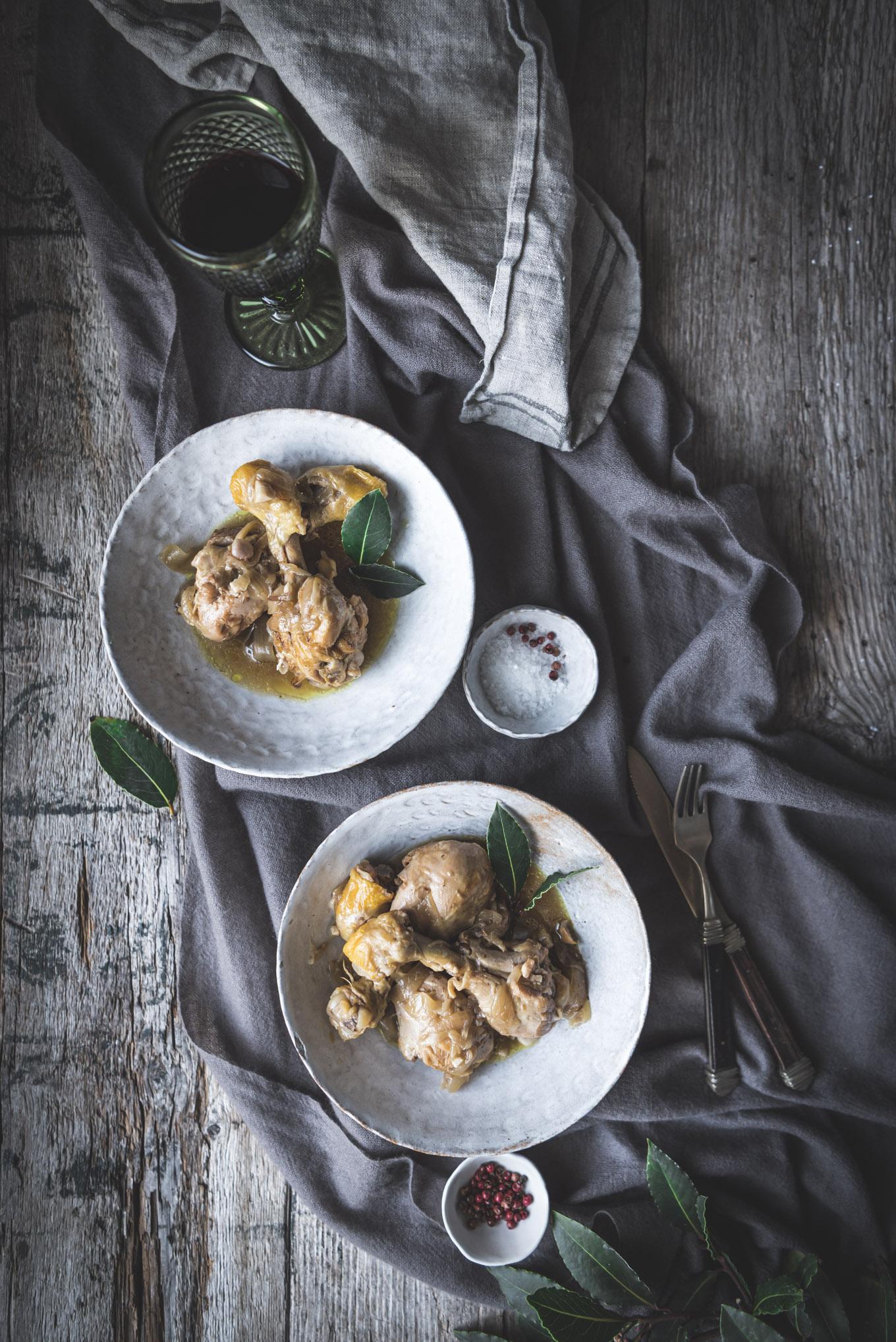 Pollo guisado con salsa