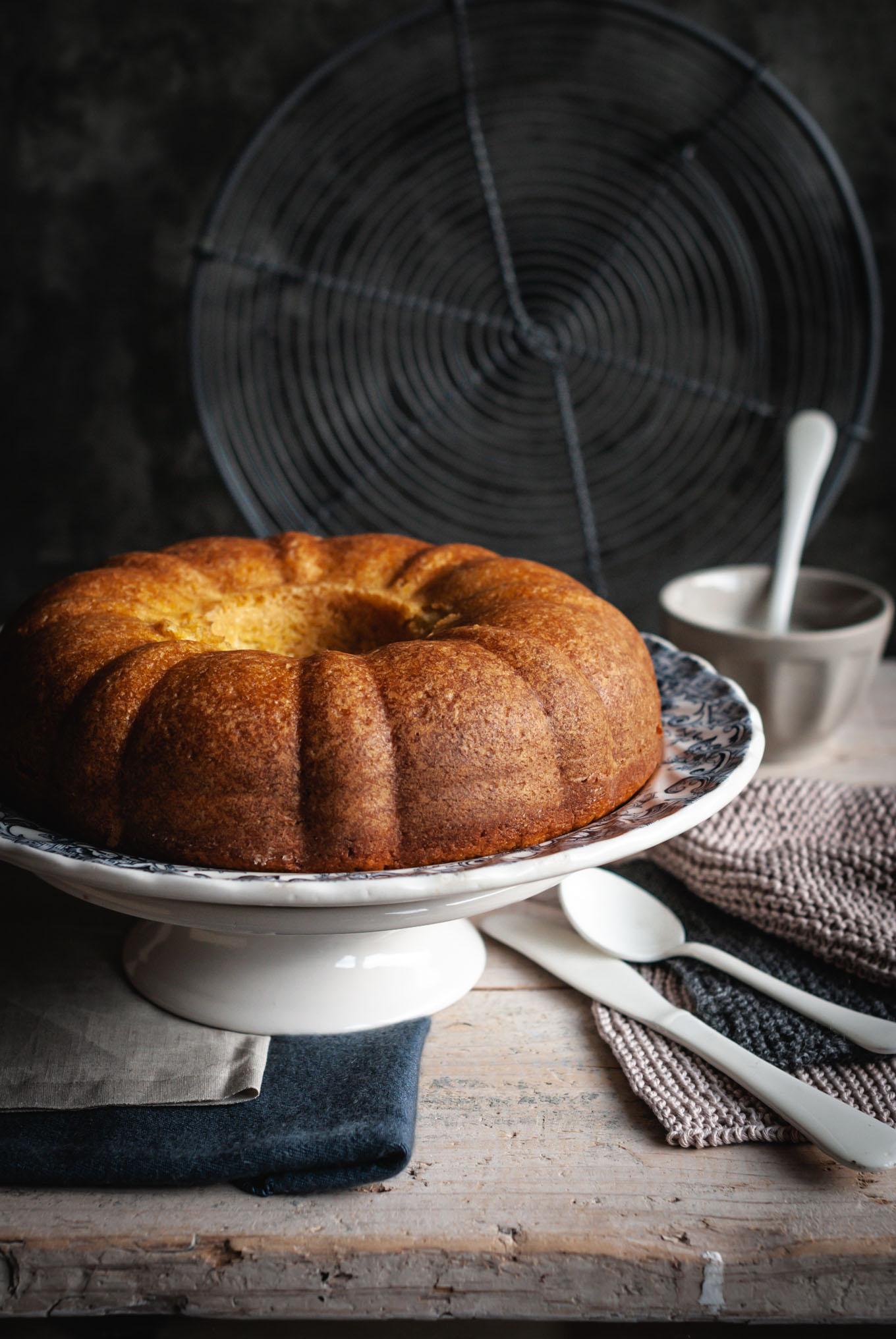 Bizcocho receta fácil de vainilla y ron en molde bundt