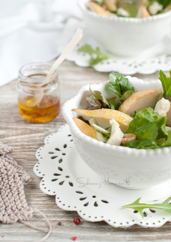 plato-ensalada-con-pera-y-queso