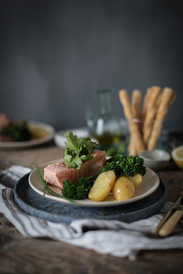 Como preparar salm n al vapor con verduras sabores y for Como cocinar salmon