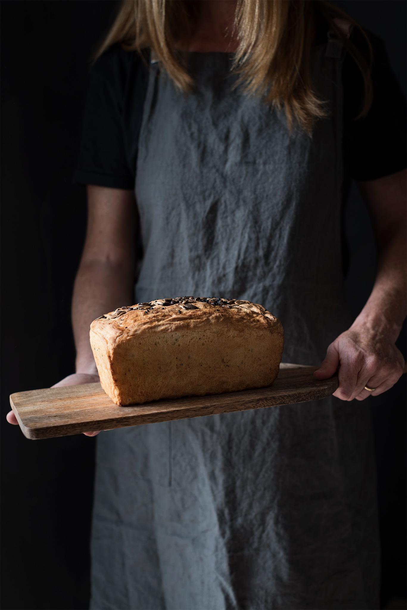 Pan de molde casero recien horneado