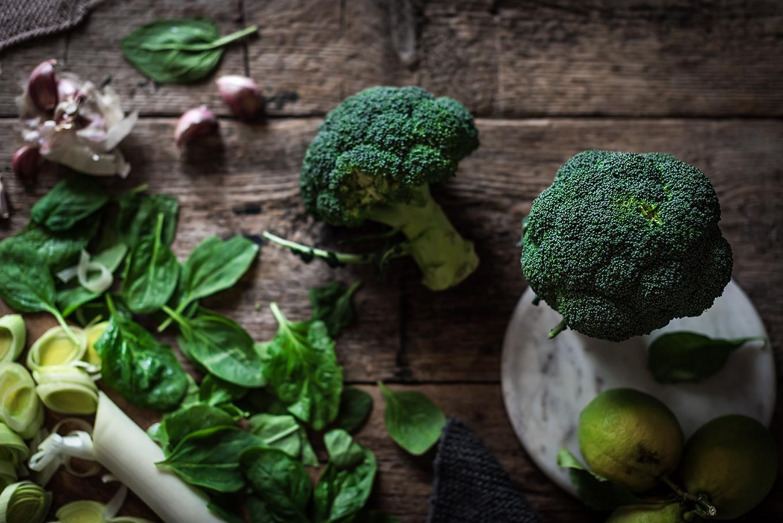 Ingredientes para la crema de brócoli y espinacas