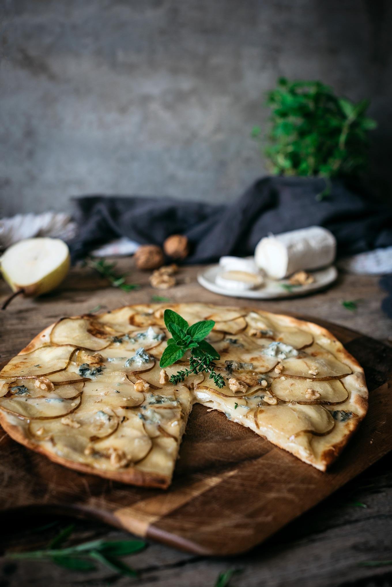 Receta pizza casera de peras y gorzonzola