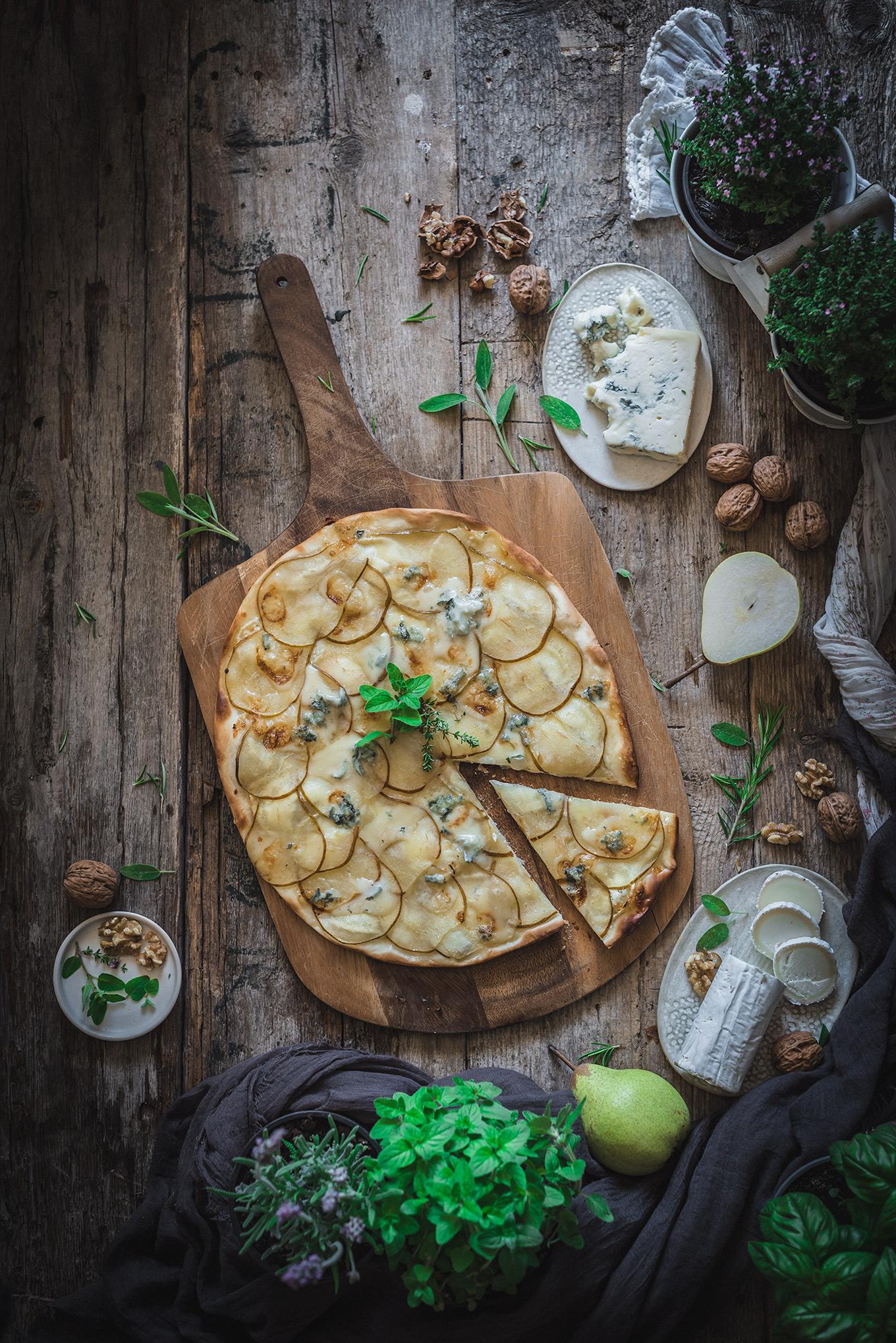 Pizza de peras, queso de cabra y Gorgonzola