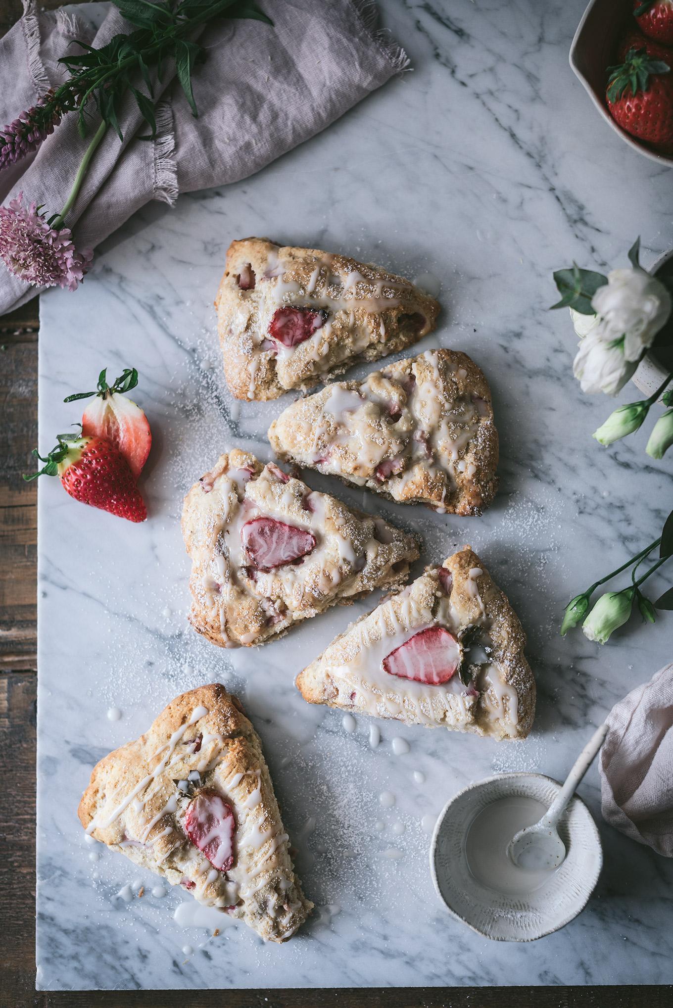 Scones ingleses de fresas con glaseado - Receta Patry Sabores y Momentos
