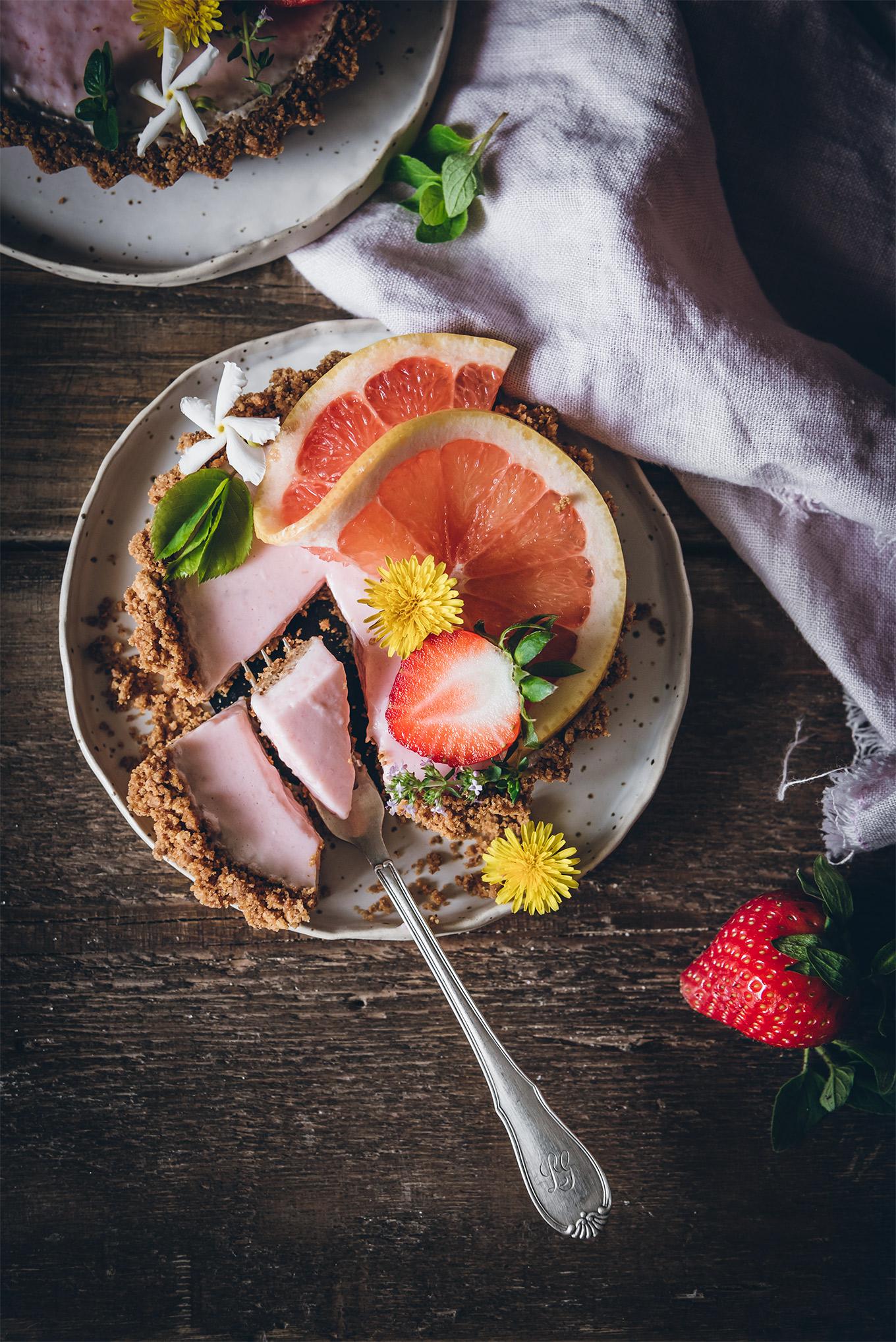 Tarta de fresas y cítricos sin horno